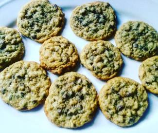 Homemade Vegan G-free chocolate chip walnut cookies!! Yummmmmmm!